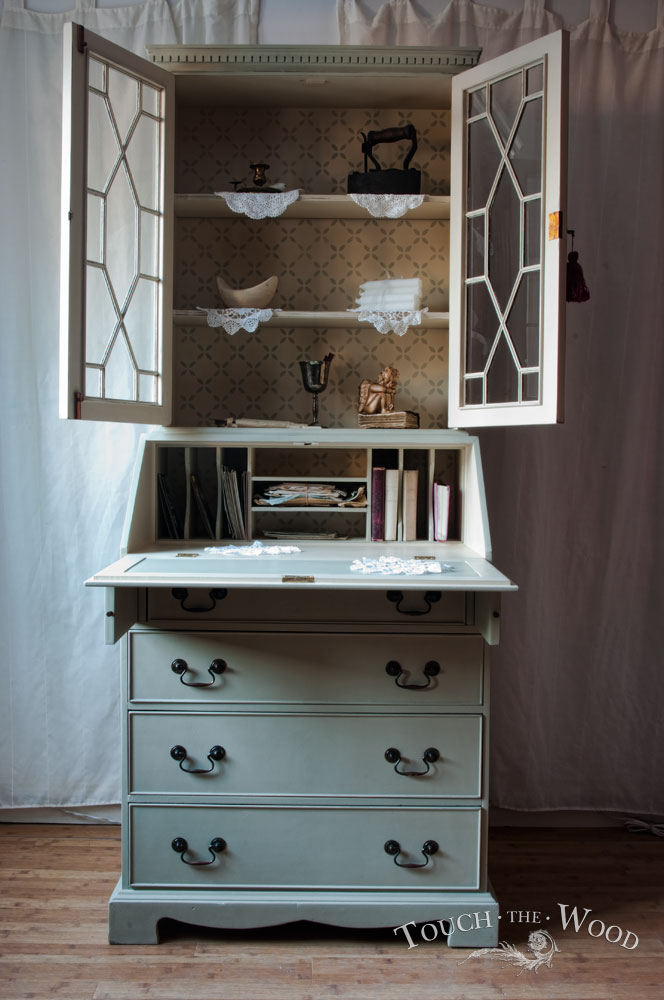 Shabby Chic Bureau with Bookcase no. 17 - Touch the Wood