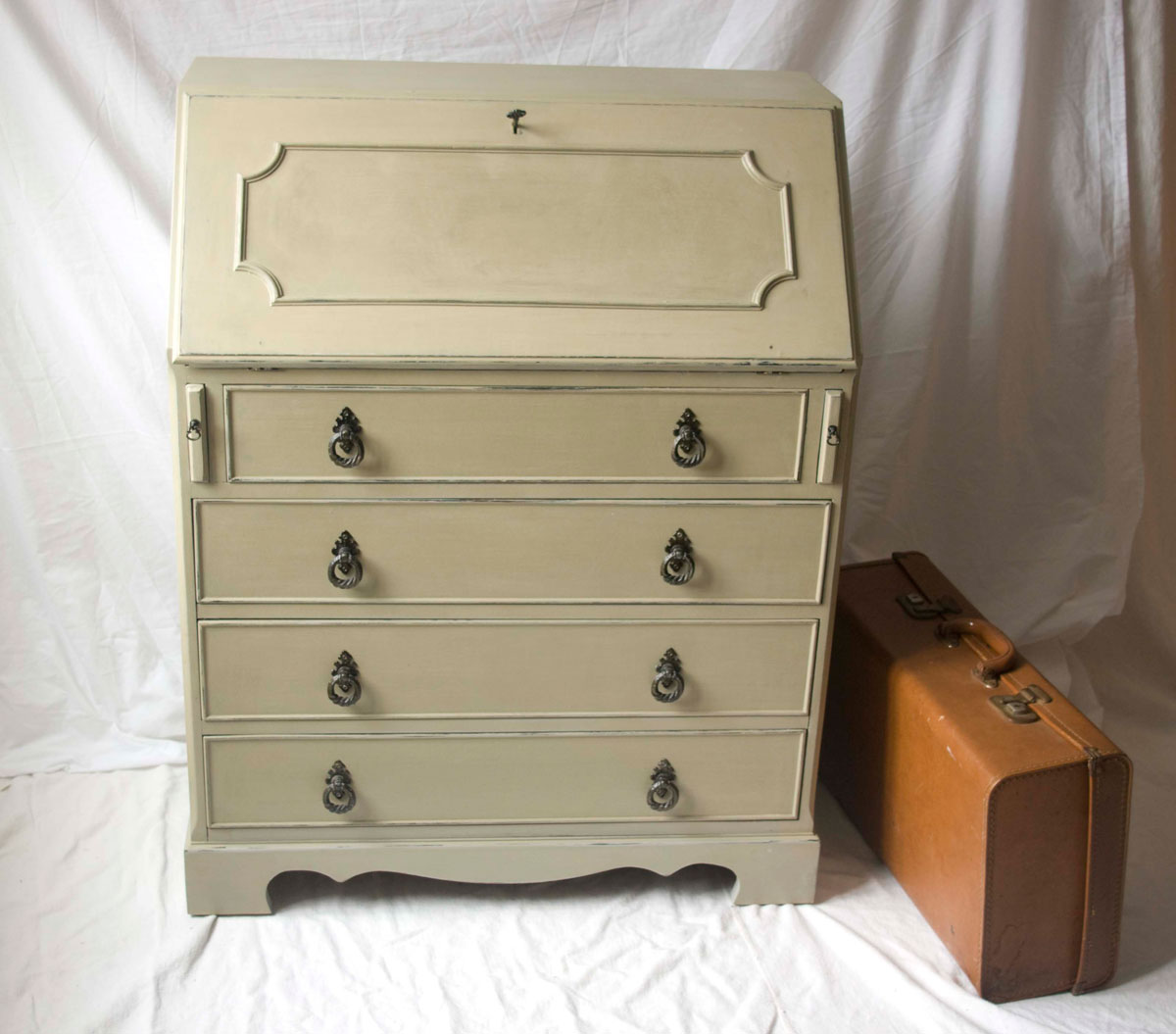 vintage shabby chic bureau 04 11 touch the wood. Black Bedroom Furniture Sets. Home Design Ideas