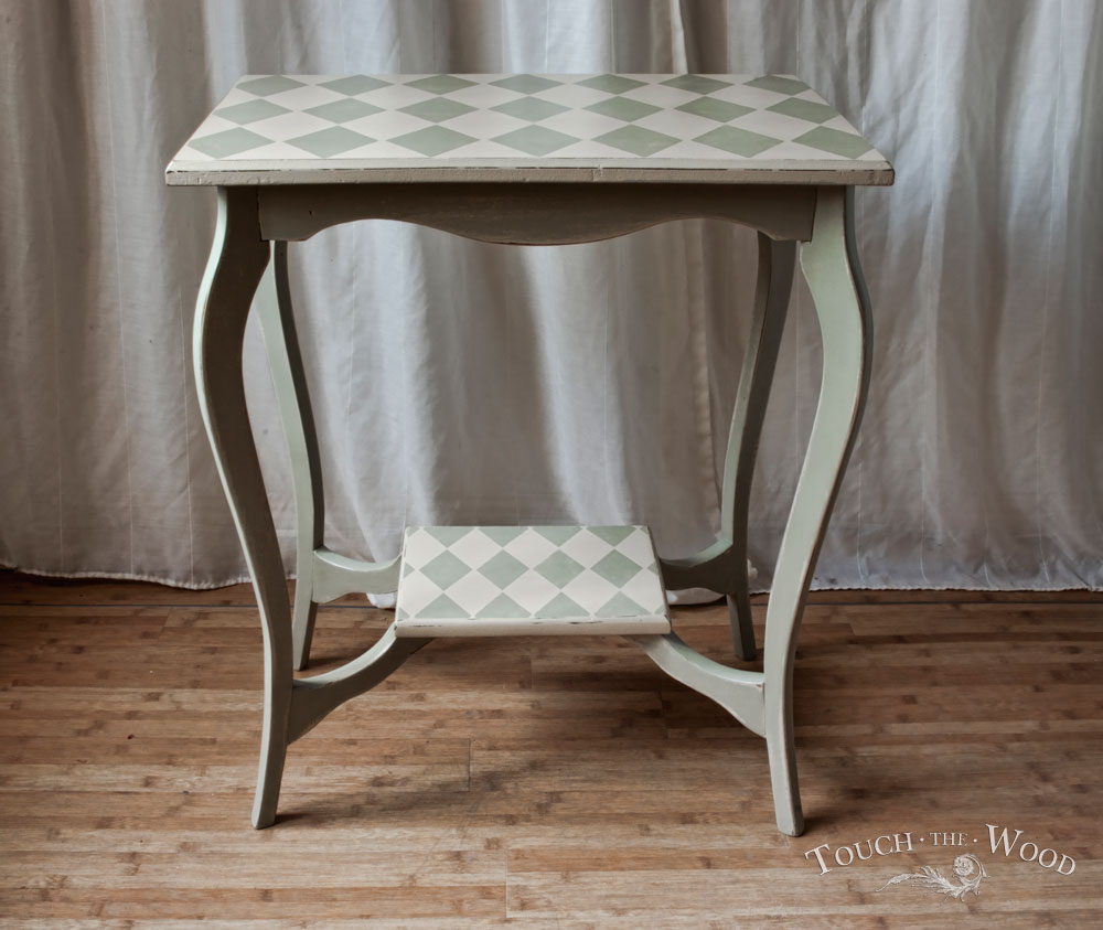 harlequin shabby chic side table no 05 touch the wood. Black Bedroom Furniture Sets. Home Design Ideas