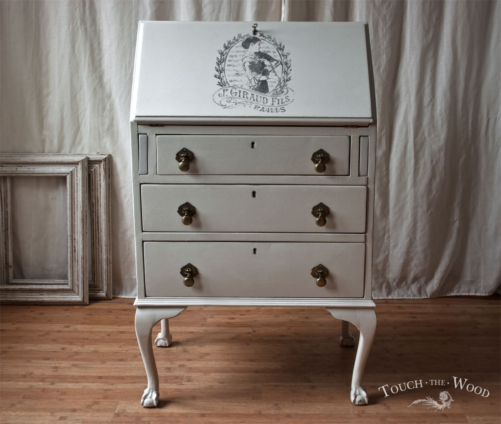 Vintage shabby chic bureau with print no 22 touch the wood for Shabby chic furniture