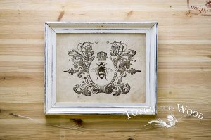 Water Slide Decal: Vintage Queen Bee in Wreath